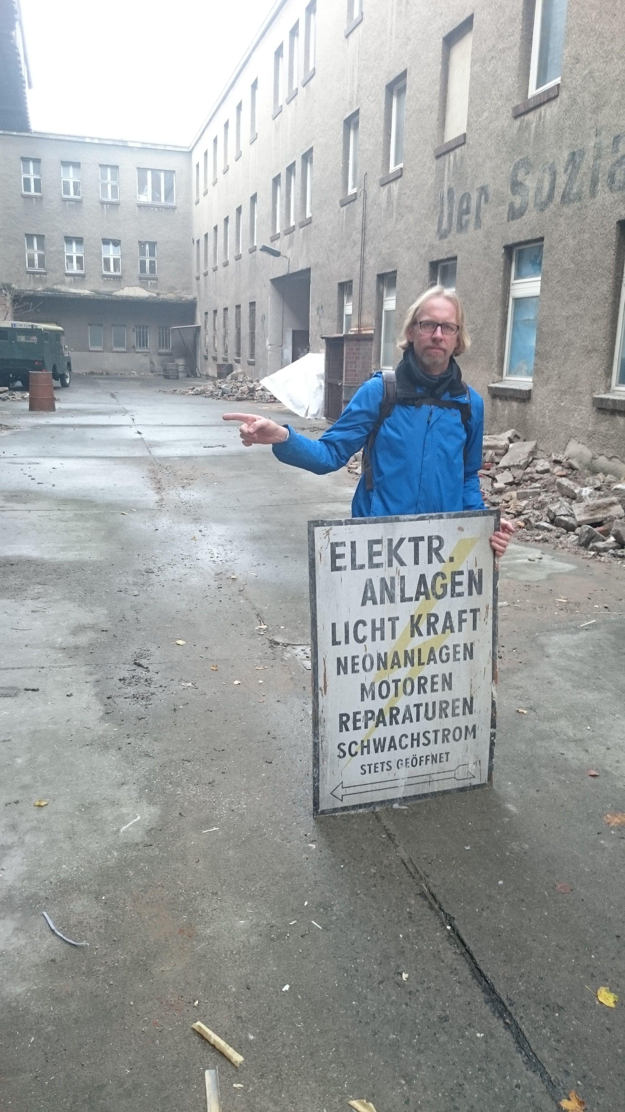 http://www.schneidersbuero.de/wp-content/uploads/2015/04/Da_gehts_LANG.jpg